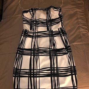 Size 6 express sleeveless black and white dress